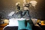 Неуловимый художник Бэнкси открыл отель в Вифлееме