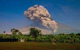 На Бали началось извержение вулкана Арунг
