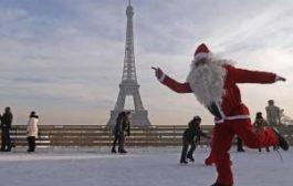 Дед Мороз едет в Париж, чтобы отметить Новый год по-русски