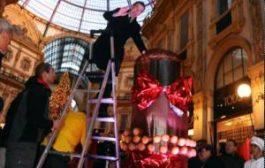 В Милане испекли и съели рождественский кекс-гигант