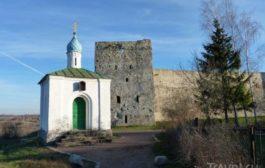 Изборская крепость снаружи и внутри