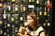 Бельгийский бар принял меры против воровства бокалов туристами