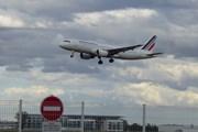 Air France отменила половину вылетов в Россию 7 апреля