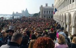 Венеция оградит туристов от местных жителей
