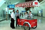Emirates раздает мороженое в аэропорту Дубая