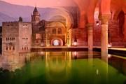 Испанский дворец Альгамбра можно посетить поздно вечером
