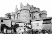Старинный французский замок распродают за 50 евро