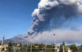 Вулкан Этна на Сицилии снова начал извергаться