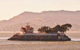 В США ищут пару, которая присмотрит за островом с маяком за $130 000 в год