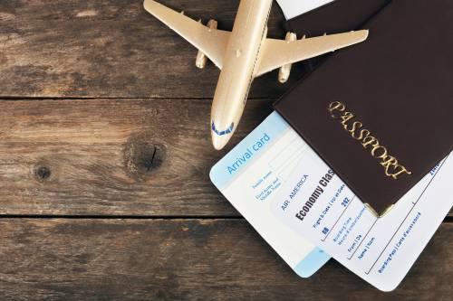 Возвращать нельзя переносить: эксперт рассказала, что делать с авиабилетами, если рейс отменен