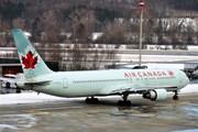 Страны и авиакомпании делают обязательным ношение масок в самолетах и аэропортах